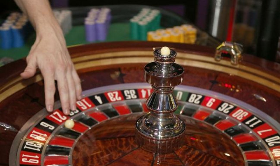Benefits As Well As Downsides Of Online Casino Poker
